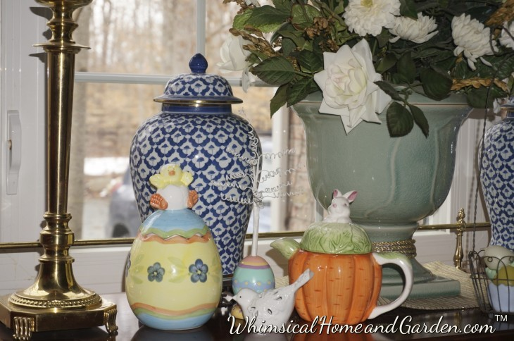 Here I took the teapot that was on the mini bench in the kitchen, and put it along side a porcelain eggs, the mini tree and a single bird. I liked this.........