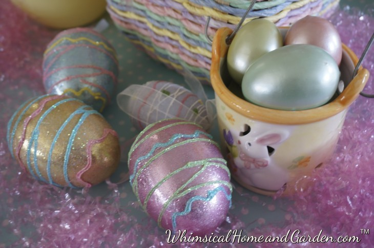 A close up of the eggs.....I love glitter, and a bit of glitz on some of the eggs is a fun thing to do. The pearl essence of the eggs gives a soft impression against the sparkle of the eggs, giving some balance texture wise.