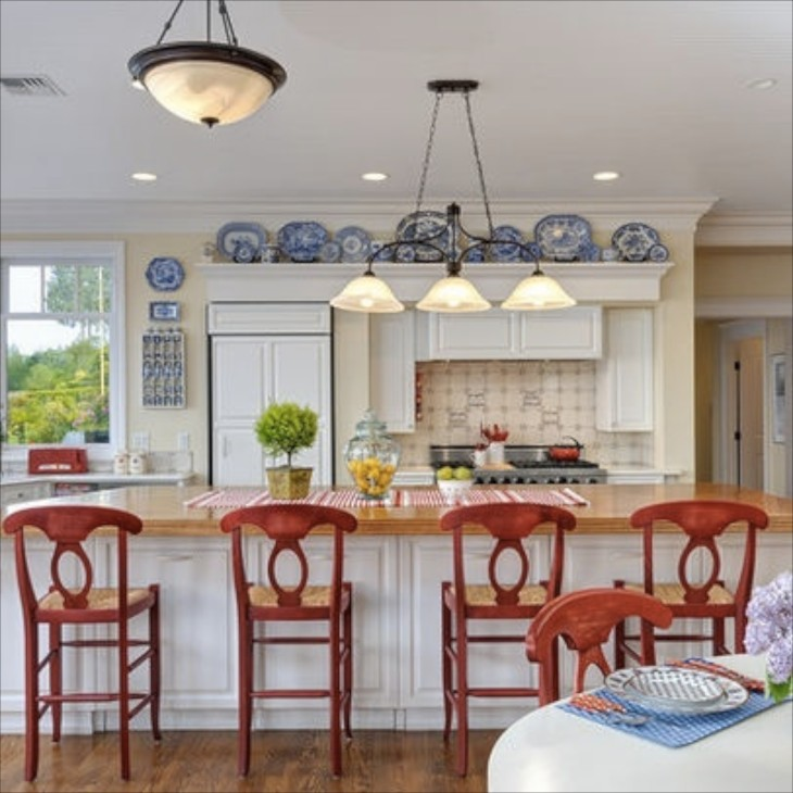 Bright And Cheery With Displays Of My Favorite Blue Porcelain A Perfect Accent For Red White Kitchen