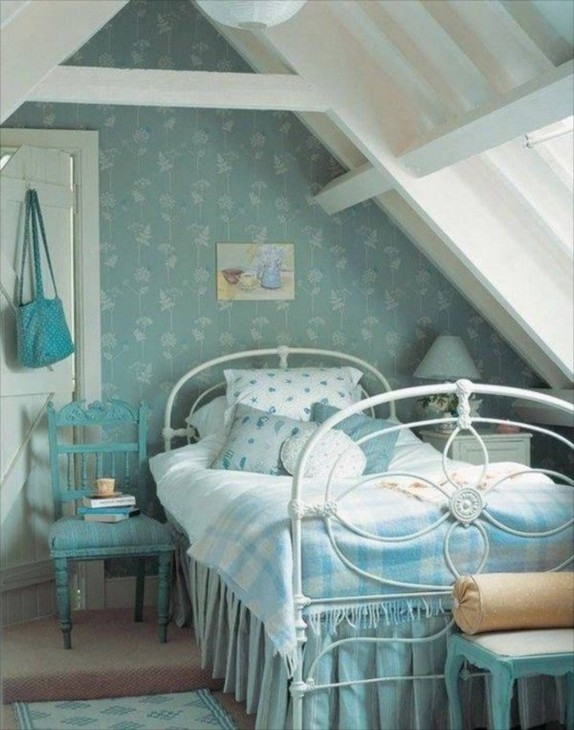 Attic bedrooms for Attic room decoration