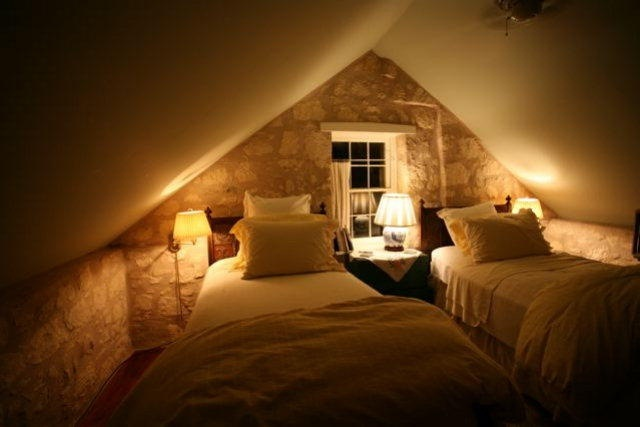 Attic bedrooms for Attic room