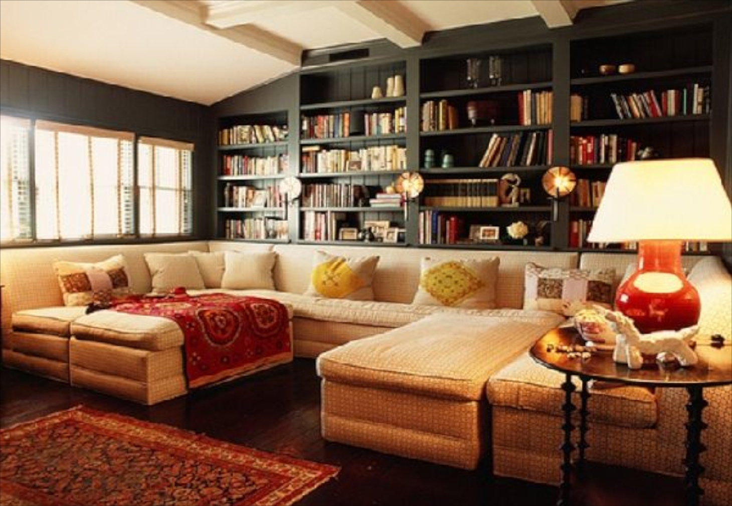23 sofas and bookcase ideas in cozy living room design for Cozy living room designs