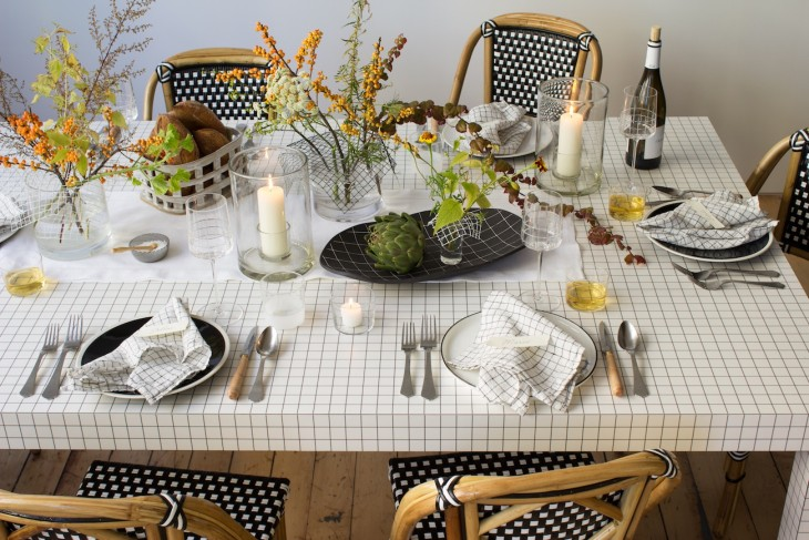 02_modern-thanksgiving-table-setting-with-grids-and-flowers-david-stark_WHG