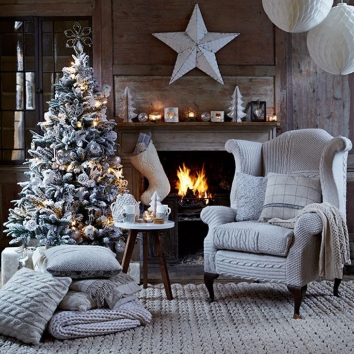 07_Christmas-living-room-with-knitted-chair-cover-Country-Homes-Interiors-Housetohome.co_.uk__WHG